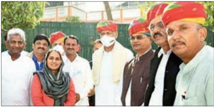 CM Ashok Gehlot with members of sarpanch sangh