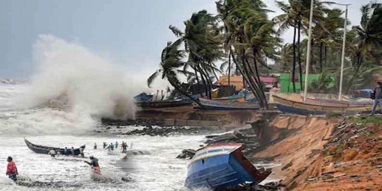 cyclone-tauktae-तौत्के चक्रीवादळाचा